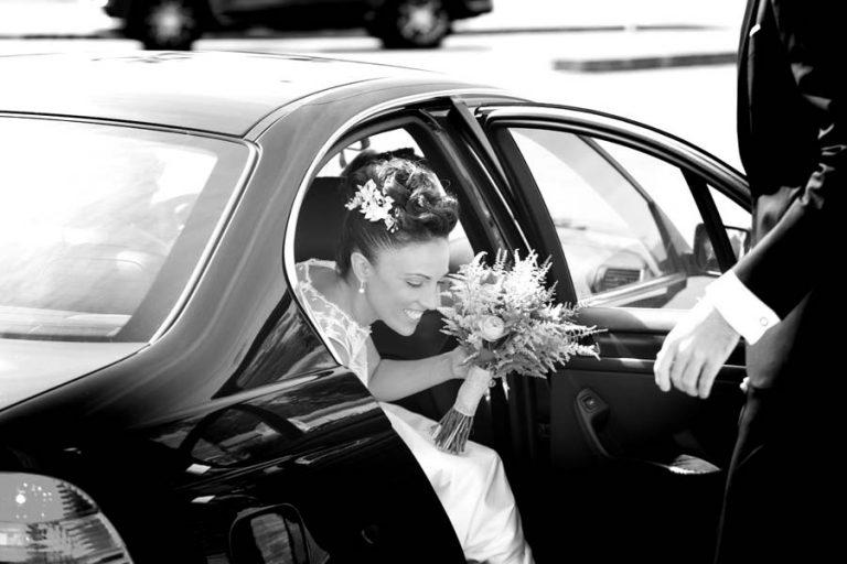 novias casándose